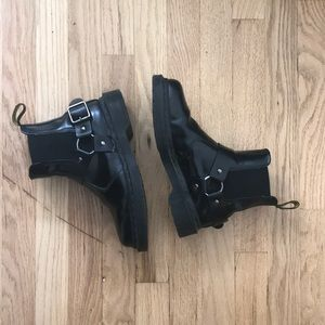 1b538d04752 Dr. Martens Shoes   Do Not Purchase Dr Marten Wincox Chelsea Boots ...